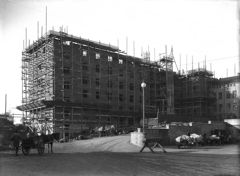 Elanto, hallintorakennus rakenteilla